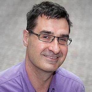 Dr. E. Hout